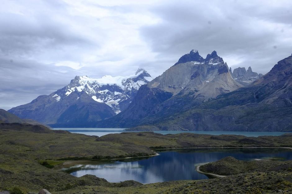 Die Straße nach Calafate oder zum Fitz Roy führte stundenlang an topasblau schimmernden Gletscherseen vorbei, Lago Viedma, Lago Argentino.