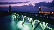 Damit die Fischereiflotte wieder heimfindet: Leuchttürme an der Küste von Fecamp geben Fischern in der Nacht Orientierung.