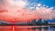 Make America red, white and blue: Sonnenaufgang über Pittsburgh, wo der Allegheny und der Monongahela River sich zum Ohio River vereinen.
