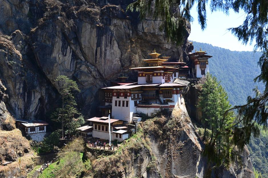 In den Alpen gäbe es eine Bahn, in Bhutan muss man zu Fuß zum Tigernest-Kloster gehen.