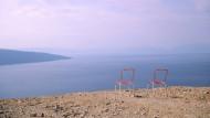 Luft nach oben: Die kroatische Insel Cres liegt zwischen Istrien und Dalmatien, und die Sitzgelegenheiten sind nicht überall so rustikal wie hier.