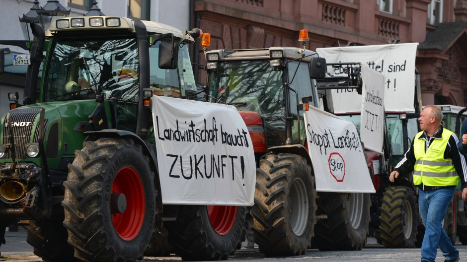 Traktor-Parade: Bauern demonstrieren am Rande der Konferenz der Agrarminister des Bundes und der Länder.