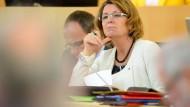 Wird auch wegen der späten Bekanntgabe der Sicherheitsprobleme kritisiert: Umweltministerin Priska Hinz. (Archivbild)