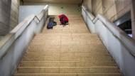 Niedergang: Rauschgiftsüchtige in der U-Bahn-Station am Hauptbahnhof