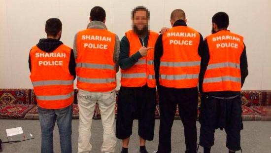 """Polizei geht gegen """"Scharia-Polizei"""" vor"""