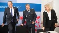 Aufmarsch: Innenminister Beuth, Landespolizeipräsident Udo Münch und LKA-Chefin Thurau vor der Präsentation der Kriminalstatistik 2016