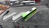 Platzhalter: die ersten Parkbuchten für Fernbusse am Frankfurter Hauptbahnhof
