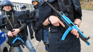 Hessen rüstet Polizei für Kampf gegen Terror
