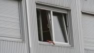 Tatort: das Flüchtlingsheim in Hofheim, das vor einem Jahr mit Metallkugeln beschossen wurde