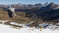Es ist nicht alles echt, was weiß ist: Auch die Berge in Arosa in der Schweiz sind auf Kunstschnee angewiesen.