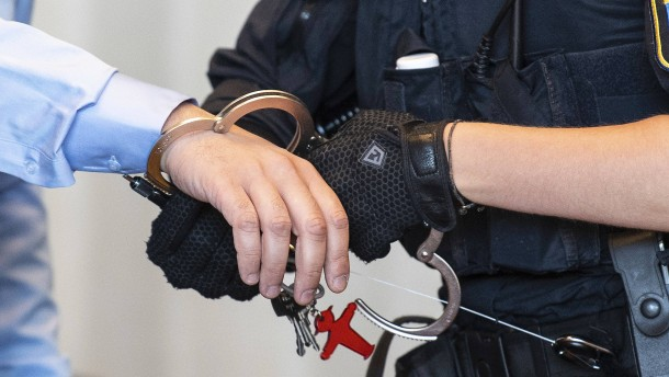Streit um Freiheit für Staatsanwalt