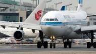 Obacht: Auch beim Ein- und Ausparken müssen Flugkapitäne aller Linien sehr aufmerksam sein, obwohl es streng geregelt ist