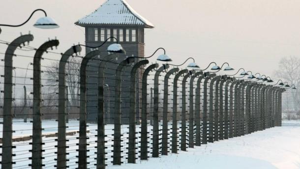 Schriftstücke bei mutmaßlichen KZ-Wächtern sichergestellt