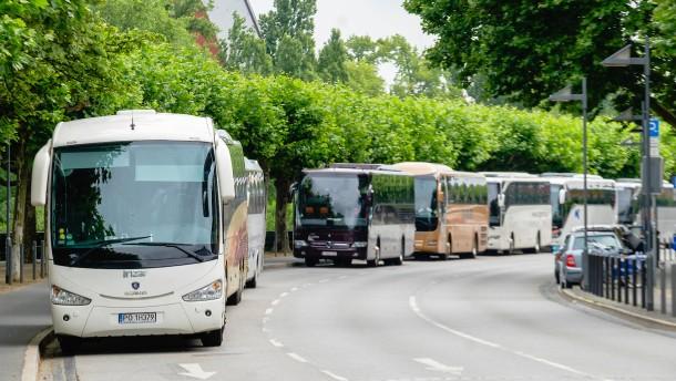 Eine Wand von Reisebussen