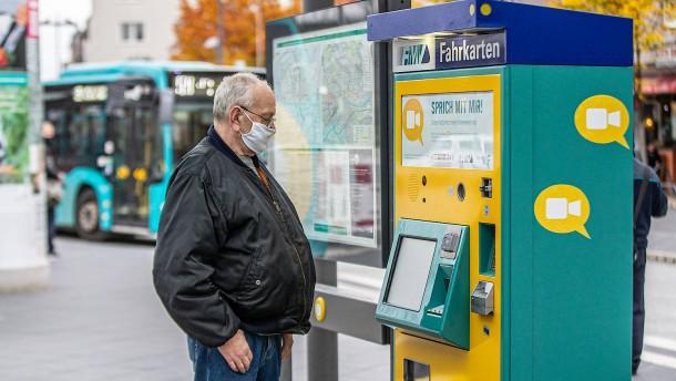 Auf einen Schwatz mit dem Ticketautomaten
