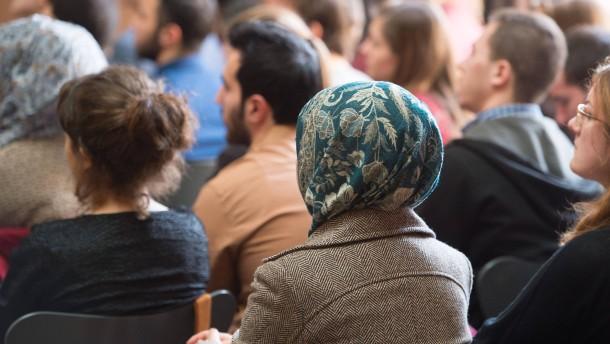 Hessen zahlt für Flüchtlingshilfe an Hochschulen