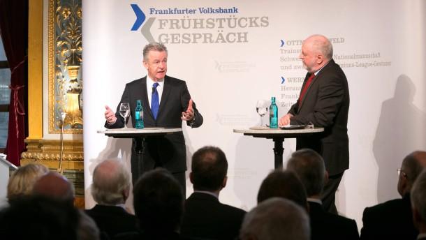 Frühstücksgespräch der Frankfurter Volksbank mit Ottmar Hitzfeld im Restaurant Opera. Moderation Werner D'Inka.