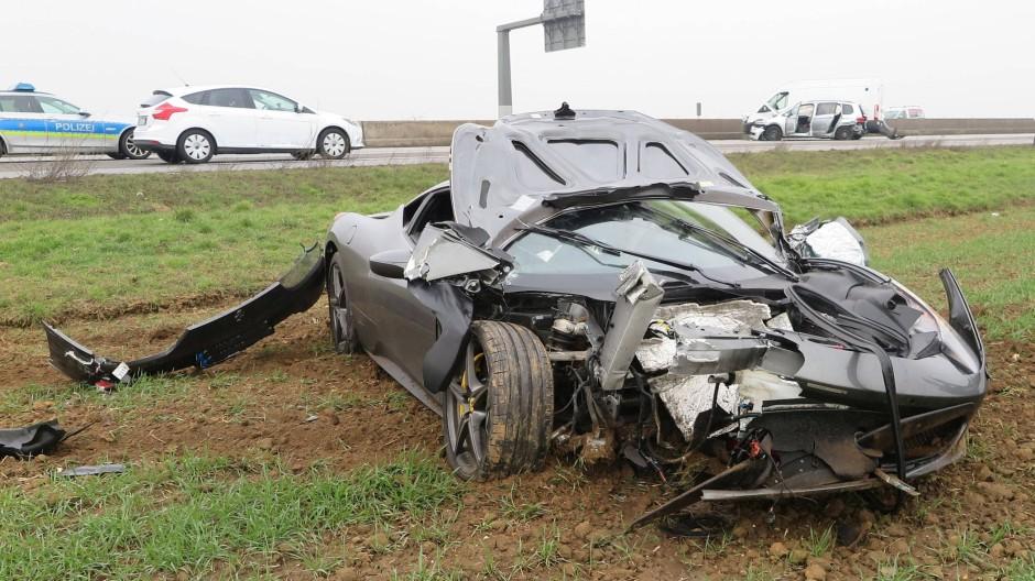 Vier Verletzte Ferrari Schleudert Uber A5