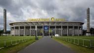 Nicht Schall und nicht Rauch: Der Name des Fußballstadions ist für Fans eine wichtige Angelegenheit. Auch nach zehn Jahren sprechen viele Eintracht-Anhänger eher ungern von der Commerzbank-Arena.