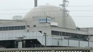 Nebulöse Zukunft: Die Betreibergesellschaft RWE und das Land Hessen streiten über die Stilllegung des Atomkraftwerks in Biblis.