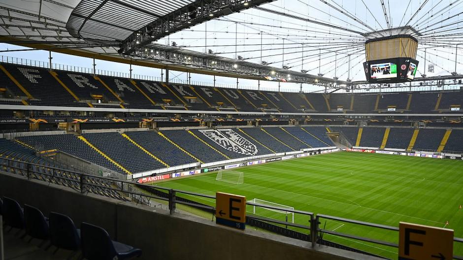 Endspiel: Die Frankfurter FDP trifft sich zur finalen Abstimmung über den Koalitionsvertrag im Waldstadion