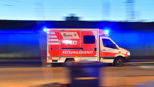 Rentnerin von Auto erfasst und schwer verletzt