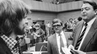 In den Achtzigern mit einer Minderheitsregierung erfolgreich: Holger Börner (SPD), rechts im Bild neben Parteifreund Armin Clauss und dem Grünen Frank Schwalba-Hoth (links)