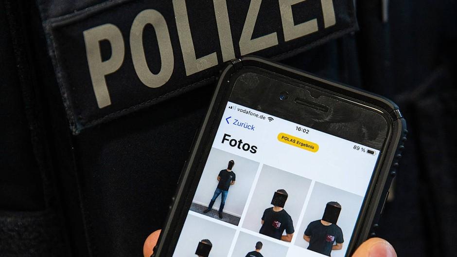 Fortschritt: Bis Ende 2022 erhalten alle Polizisten in Hessen ein Dienst-Smartphone.