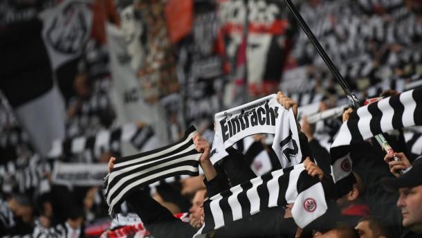 Eintracht Frankfurt zum Saisonauftakt vor 6500 Fans