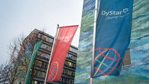 Heinz Schaus und Jürgen Walter - der Dystar-Betriebsratschef Heinz Schaus und Anwalt Jürgen Walter äußern sich zum Investorenwettbewerb des Textilfarbenhersteller.