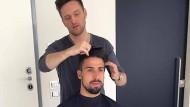 Der Fußball-Star und sein Figaro: Samy Khedira lässt sich von Alexander von Trentini die Haare machen