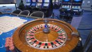 Ausrollmodell: Die Spielbank am Flughafen, hier am Tag der Wiedereröffnung 2012, schließt zum Jahresende.