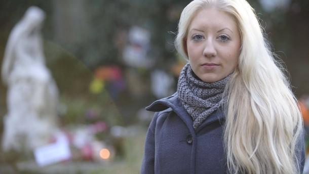Chanel Martin - Die 23 Jahre alte Frau erlitt vor drei Monaten eine Totgeburt. Ihre Tochter Alisha hat sie auf dem Frankfurter Hauptfriedhof bestatten lassen, auf einem Feld, das extra für die auch Sternenkinder genannten Kinder vorgesehen ist.