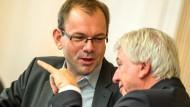 Mit Regierungschef Bouffier (CDU) an der Seite: Grünen-Fraktionschef Wagner (links)