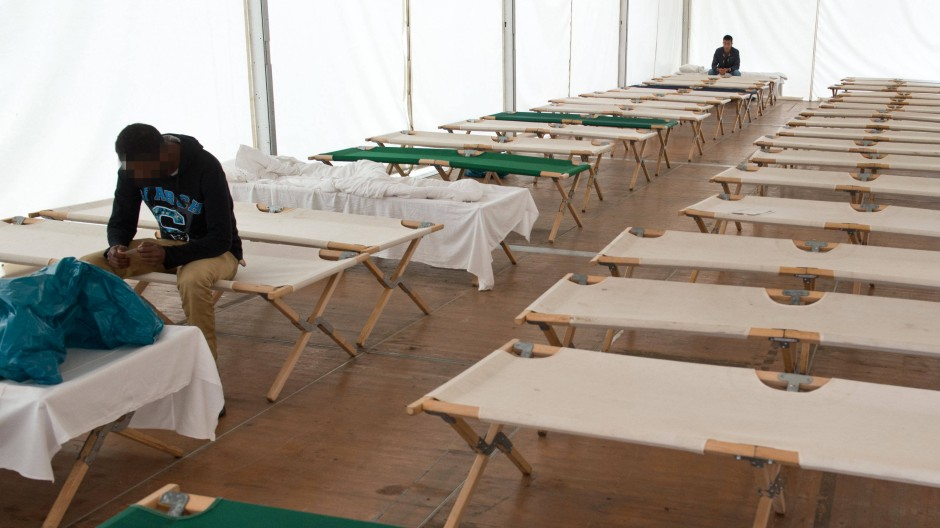 Notbehelf: In Marburg sind Flüchtlinge in Zelten wie diesem hier untergebracht