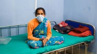 Warten auf Hilfe: Ein an Tuberkulose erkranktes Mädchen in Kalkutta – Operationen solcher Patienten soll die Spendenaktion dieser Zeitung ermöglichen.
