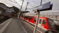 Taktvoll: Zwischen Wiesbaden und Mainz erhöhen RMV und Deutsche Bahn die Kapazität. Zum einen fahren mehr Züge, aber auch mehr Wagen hängen an den Loks.