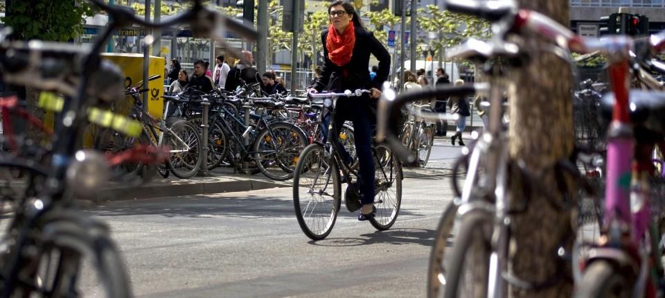 Abstellmöglichkeiten für Fahrräder: Bügel, Boxen oder doch ein Rad ...