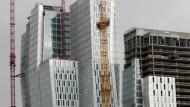 Eine Frage der Perspektive: Die Hochhäuser im Palais Quartier überraschen je nach Blickrichtung.