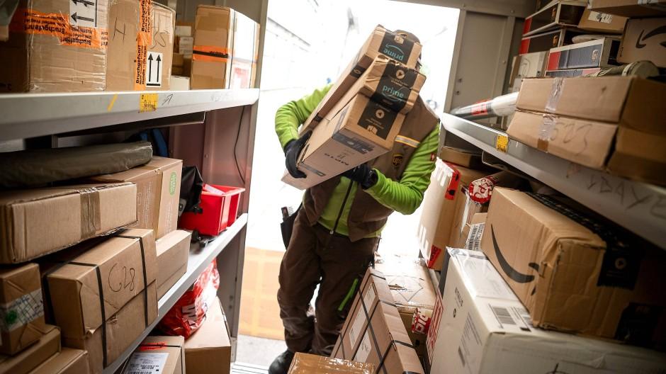 Streitfall: Im Laufe der Woche könne es bei der Auslieferung von Paketen klemmen, teilte die Gewerkschaft in Frankfurt mit.