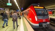 Sollen von August 2018 an auch nachts fahren: S-Bahnen in Rhein-Main