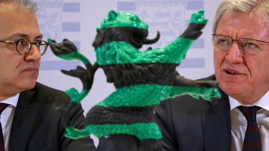 Bündnispartner: Ministerpräsident Volker Bouffier (CDU, rechts) und sein Stellvertreter Tarek Al-Wazir (Die Grünen) sind die Garanten der Koalition in Wiesbaden. Aber wie lange noch?