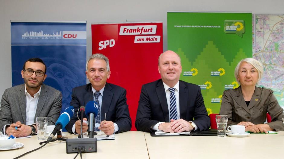 So war es 2016: Die neuen Koalitionäre Mike Josef (SPD), Peter Feldmann (SPD), Uwe Becker (CDU) und Marina Ploghaus (Grüne).