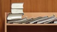 Verhandlungssache: Weil er Dutzende Waffen besaß, muss sich ein Dealer vor dem Frankfurter Landgericht verantworten - hier eine Impression aus einem Sitzungssaal