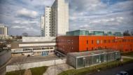 Frankfurter Patient: Das Klinikum Höchst ist das einzige kommunale Krankenhaus der Stadt und hat hohe Defizite.