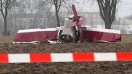 Unklar: Weshalb ist dieses leichte Propellerflugzeug nahe Bensheim an der A5 abgestürzt?