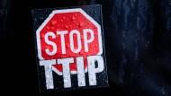 Der Protest von TTIP-Gegnern ist allgegenwärtig: Die Hessen-Agentur hat sich die Chancen des Freihandelsabkommens näher angeschaut.