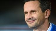 """Seine Mannschaft stehe vor einem  """"brutal langen und steinigen Weg"""": Trainer Dirk Schuster"""