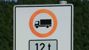 Rhiel: Fahrverbote für Lastwagen in Nordhessen bleiben