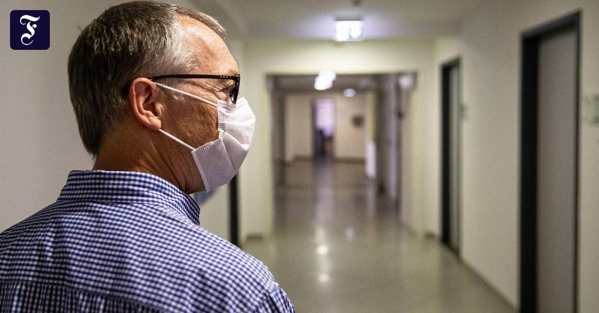 Frankfurter Gesundheitsamtsleiter: Corona-Strategie überdenken